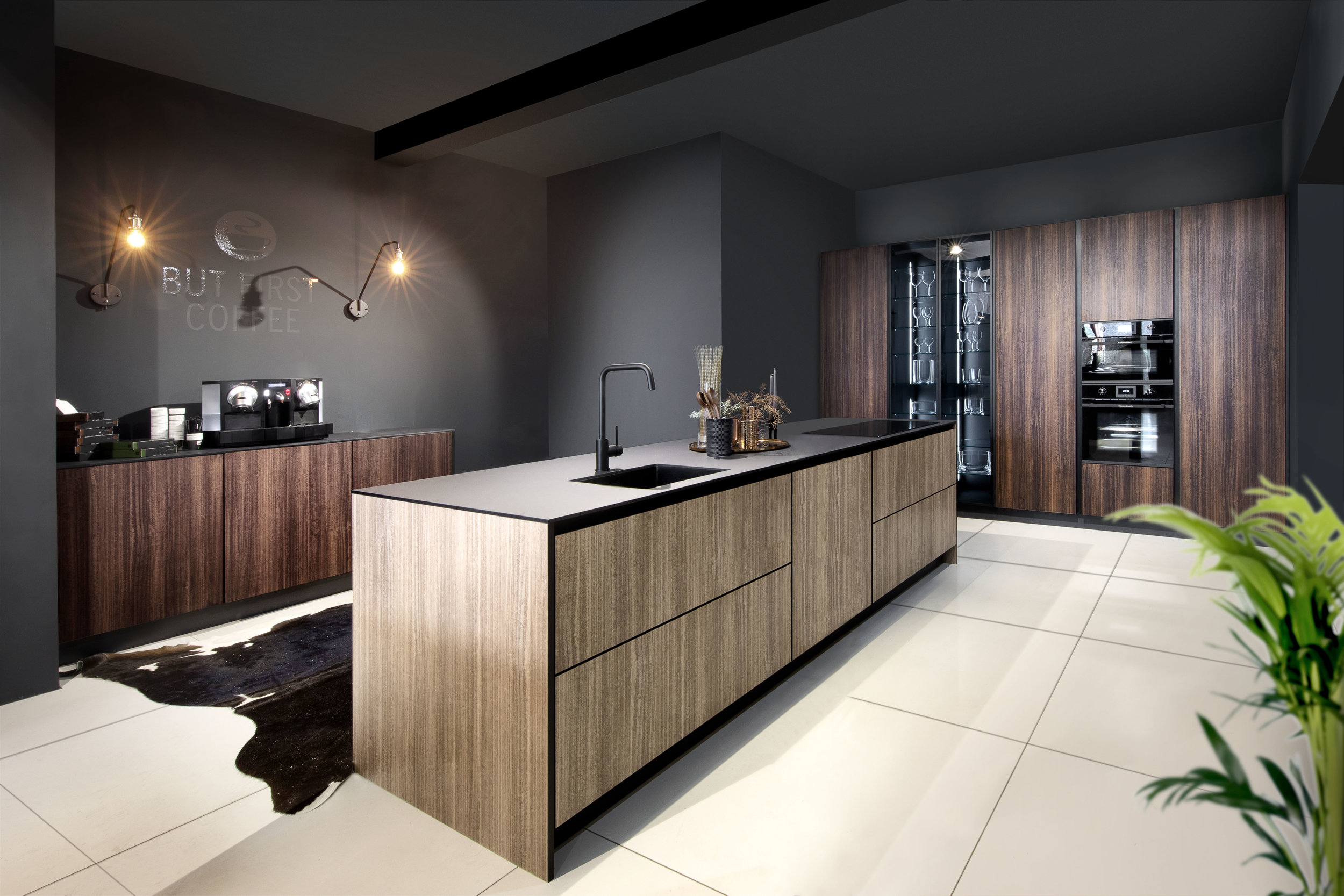 Black_line_kitchen_cabinet