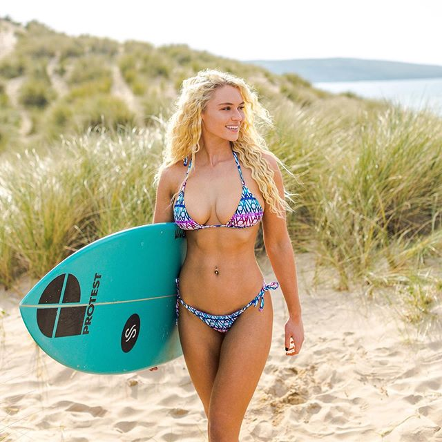 Give me the sun & the sea and a little spot to just be...🏄‍♀️☀️ • • • New work for @thriveswimwear  Photo by : @mariannetaylor  #model #surfergirl #beachbabe #work #sun  Board : @sea_and_sons / @sea___sisters