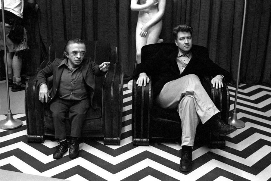 Michael J. Anderson and David Lynch on the set of  Twin Peaks  - courtesy of the Richard Beymer collection