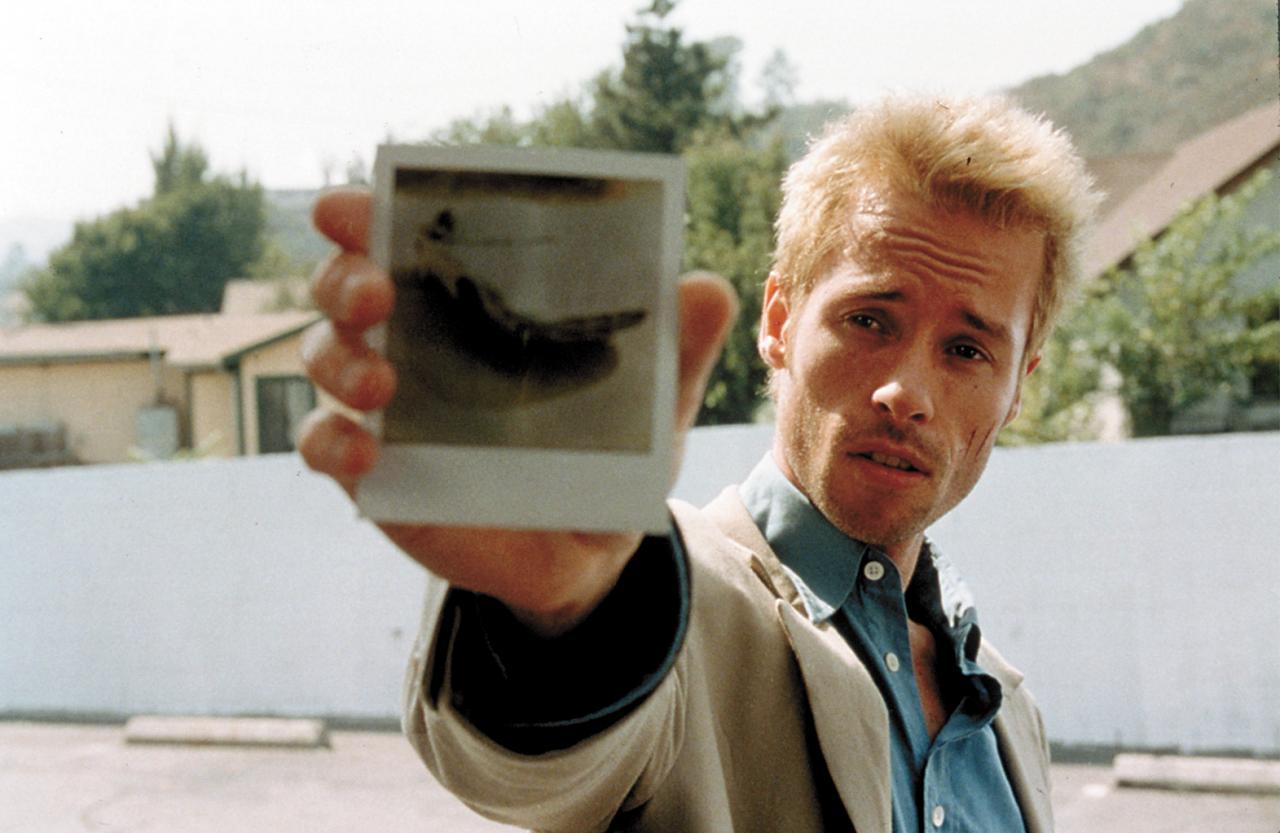 Guy Pearce as Leonard in  Memento  (2000)