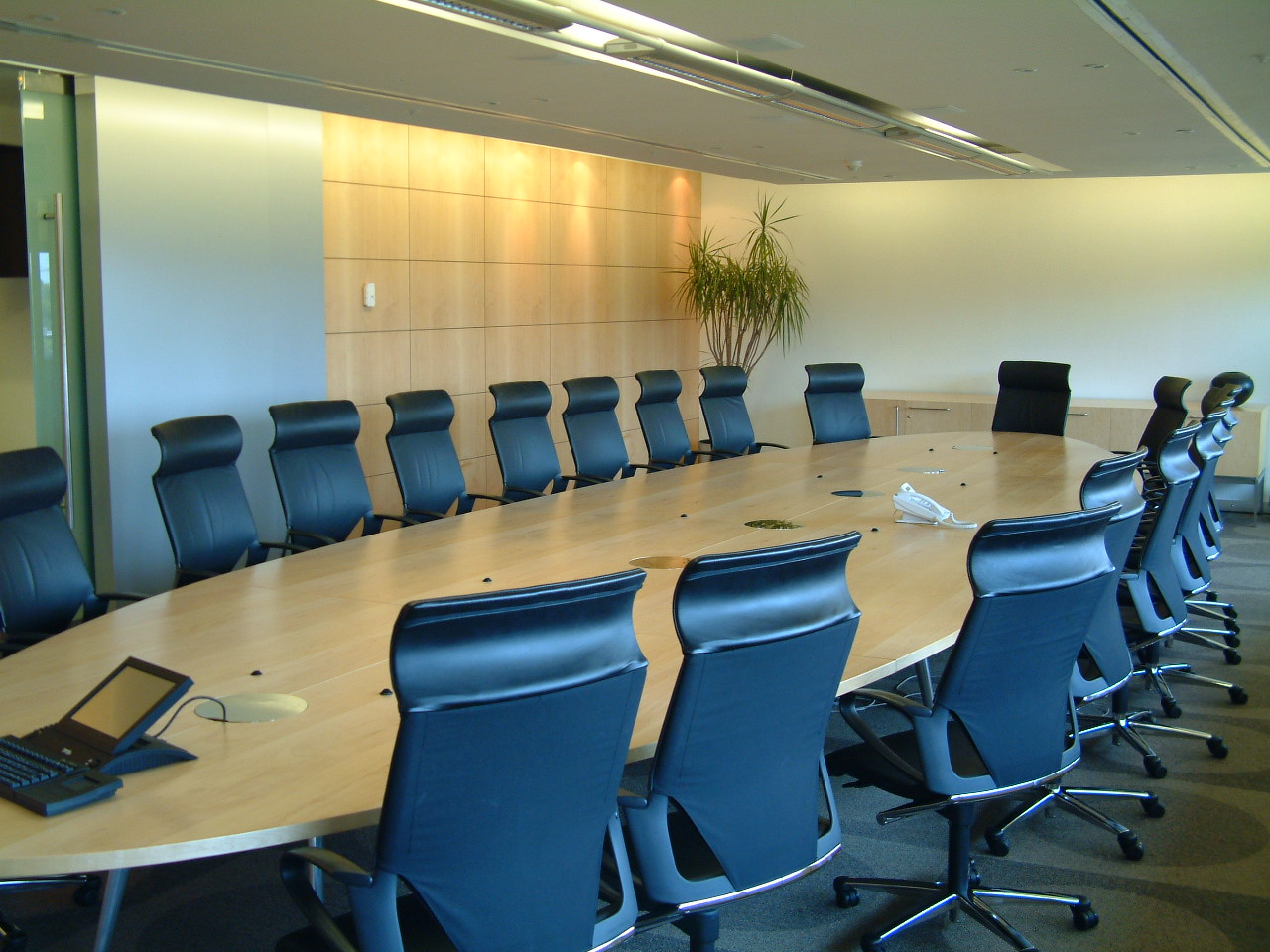 meeting-room-1480575.jpg