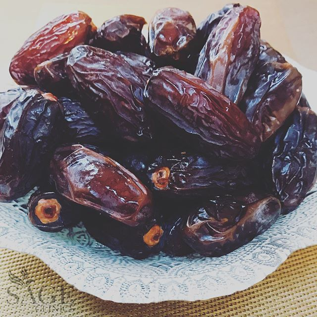 DATES: There are innumerable benefits to this miracle fruit. Some of which are : Dates are loaded with protein, rich in vitamins B1,B2,B3,B5,A1,C, D, full of fiber and antioxidants, keeping your bones healthy with selenium, manganese, copper and magnesium. They strengthen the nervous system with potassium, are rich in fluorine (good for teeth), and packed with iron - essential for your blood. They also help with natural labour! The best fruit to eat when pregnant 🤰🏻 And they taste so sweeeeet, better than candy! 😉  #dates #healthylifestyle #healthyfood #fruit #vitamins #pregnancy #naturallabor #sageclinics #chinesemedicine #acupunctureclinic