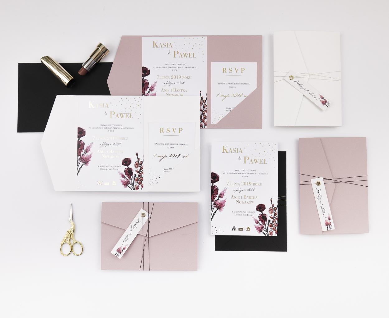 nowoczesne-zaproszenia-slubne_nietypowe_zlocone_eleganckie_rozowe_kwiaty_zlota-folia_w-folderze_co-nieco-papieru.JPG