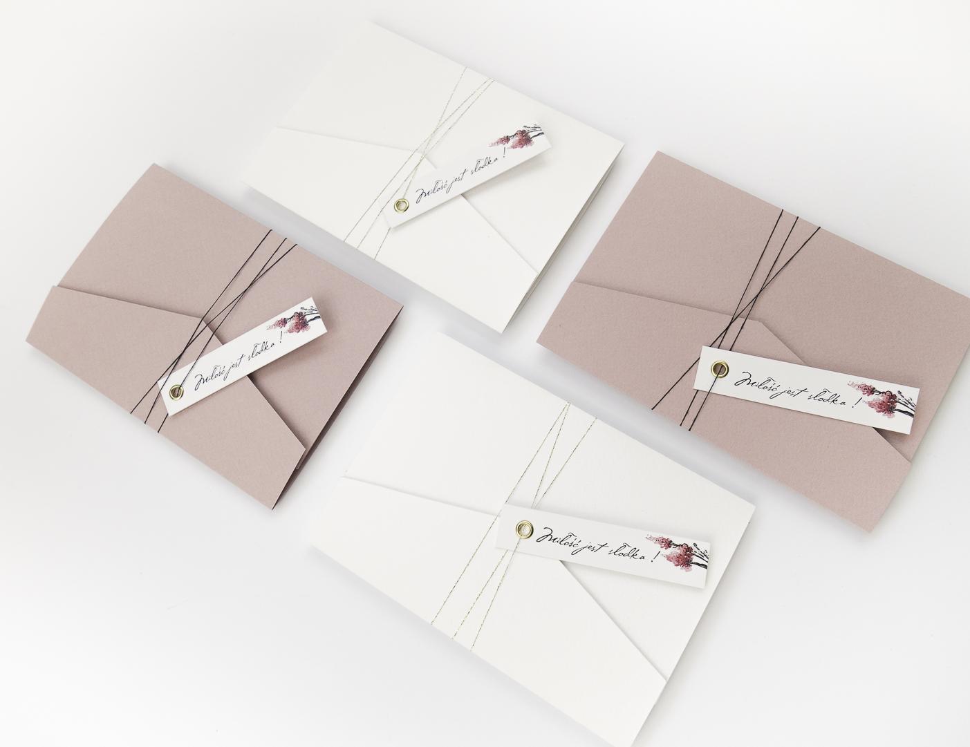 nowoczesne-zaproszenia-slubne_nietypowe_zlocone_eleganckie_rozowe_kwiaty_zlota-folia_w-folderze_co-nieco-papieru6.JPG