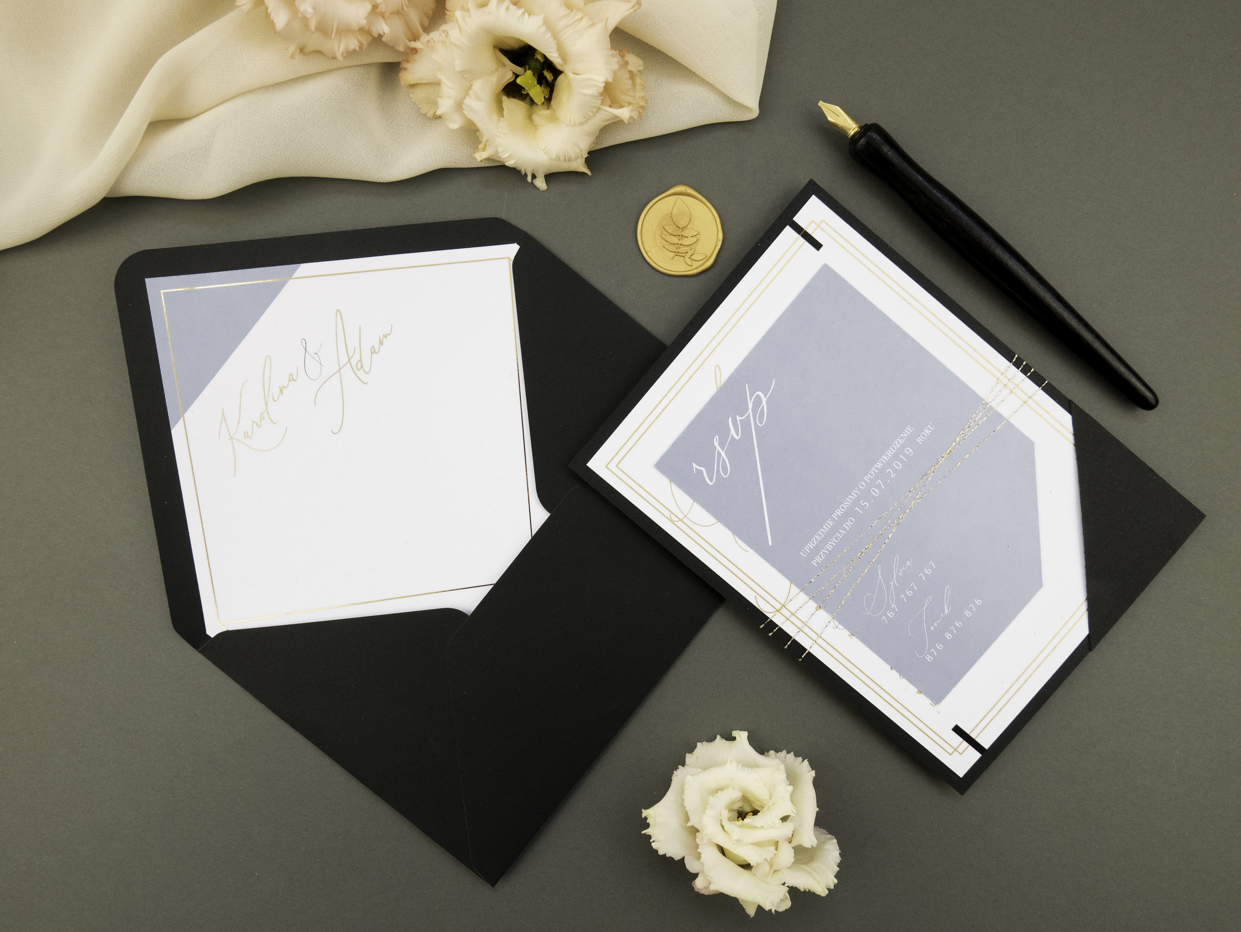nowoczesne-zaproszenia-slubne_nietypowe_zlocone_eleganckie_zlota-folia_w-folderze_co-nieco-papieru3.JPG