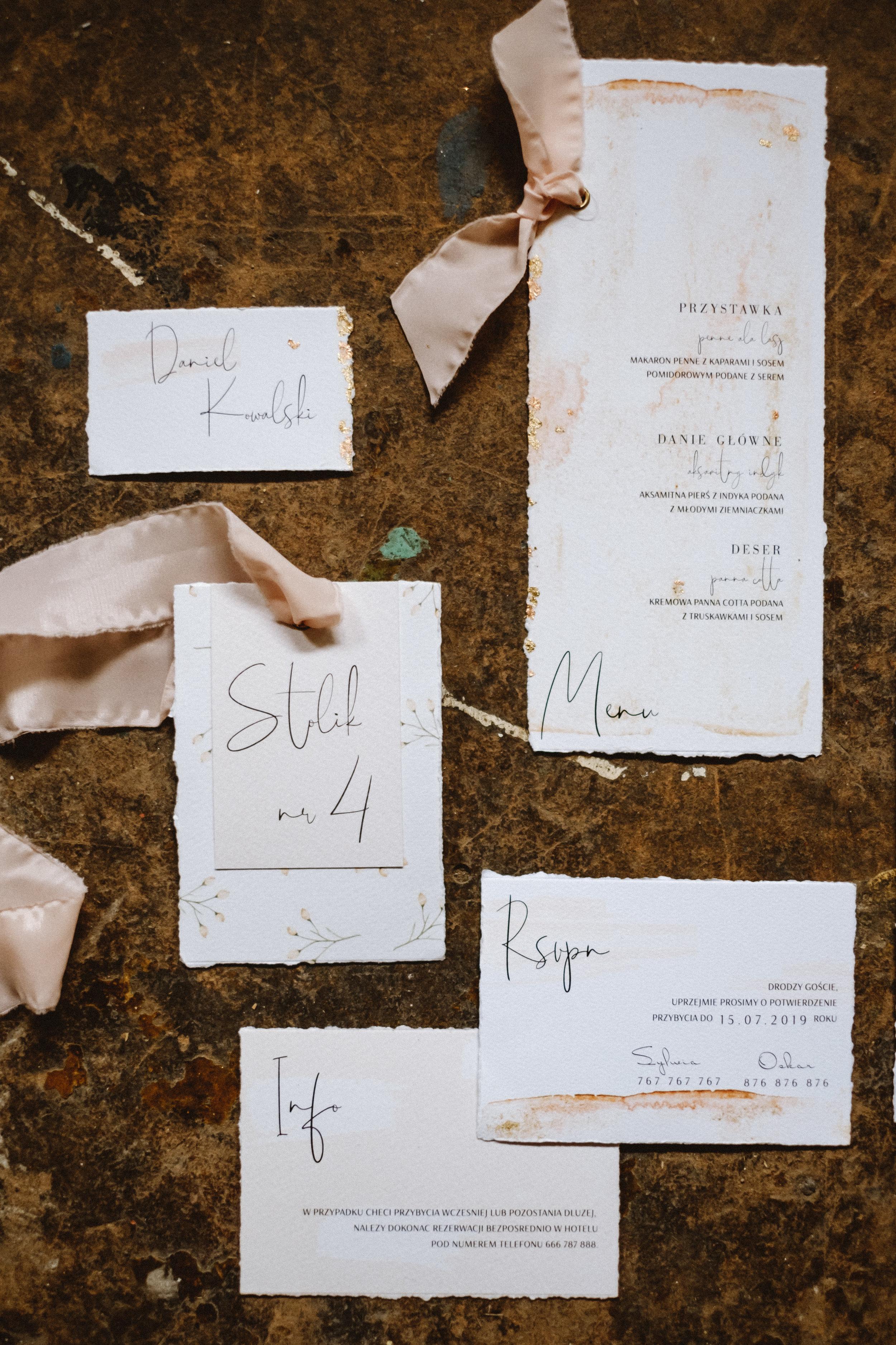 nowoczesne-zaproszenia-slubne_nietypowe_beżowe_miedziane_pudrowy-roz_różowe_eleganckie_złota-folia_papier-czerpany_co-nieco-papieru4.jpg