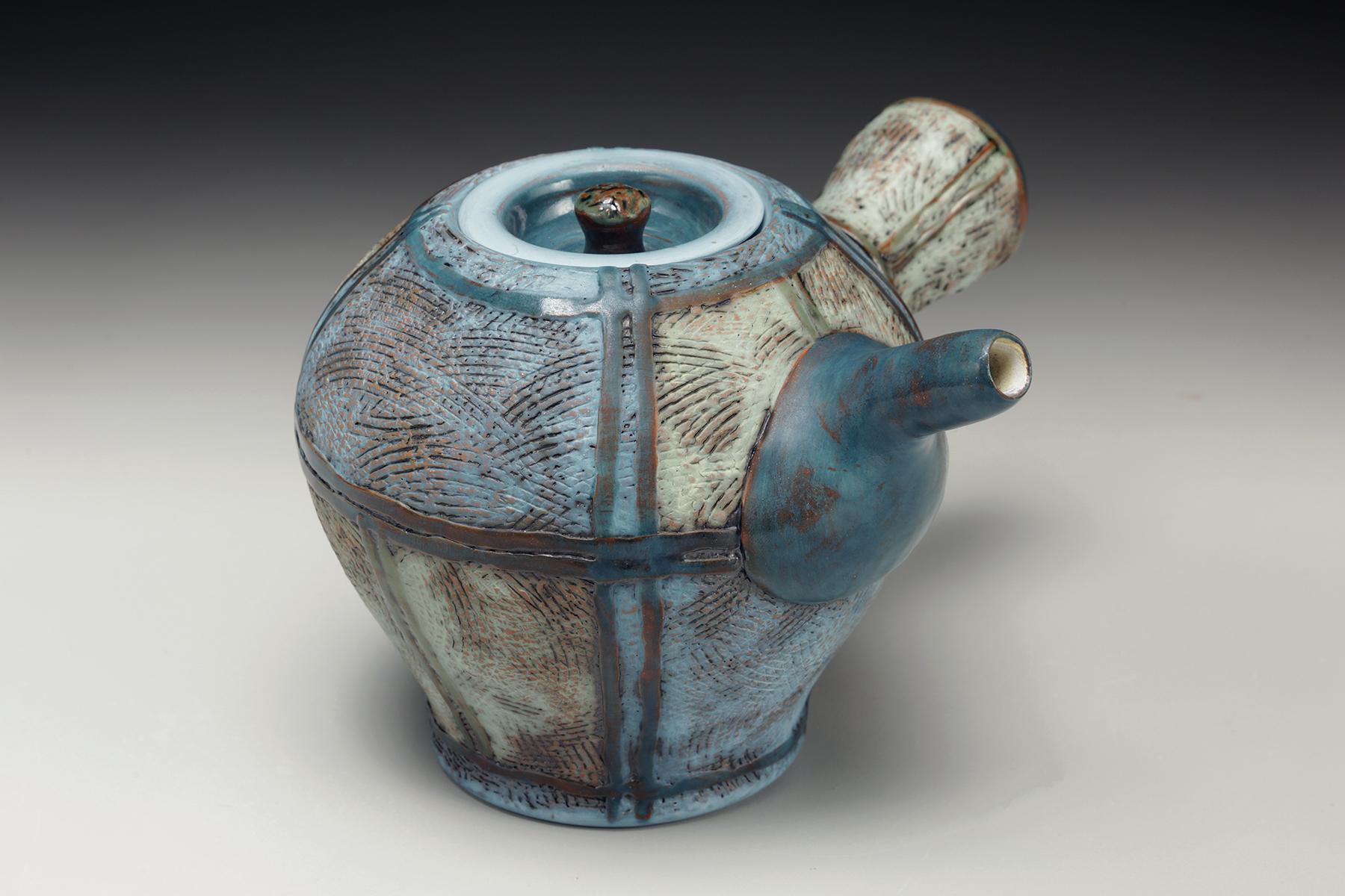 Amy Sanders side handle teapot.jpg
