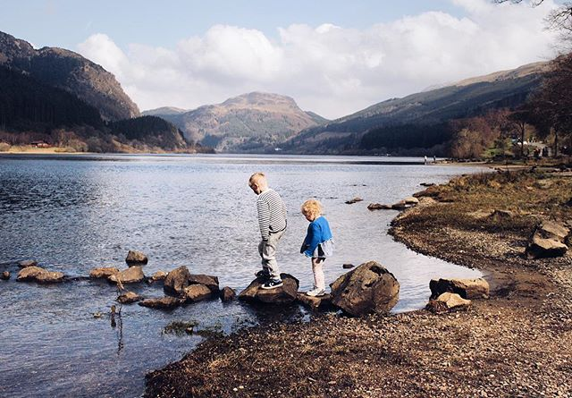 Isn't Scotland beautiful ❤️ You guys seem to agree as I've never had so many messages asking where we were. . . Loch Lubnaig is one of my favourites from childhood. Coming here playing as we did today and then to Mimmos in Callander for pizza 🙊 it always evokes really happy memories each time we come here. Is there a place that does that for you? . When's your next trip to Scotland?