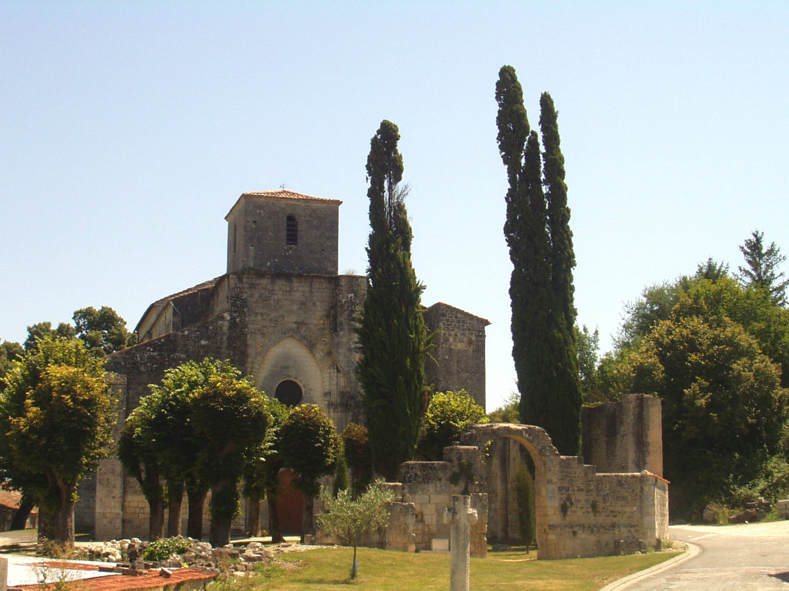 Bouteville church 3.JPG