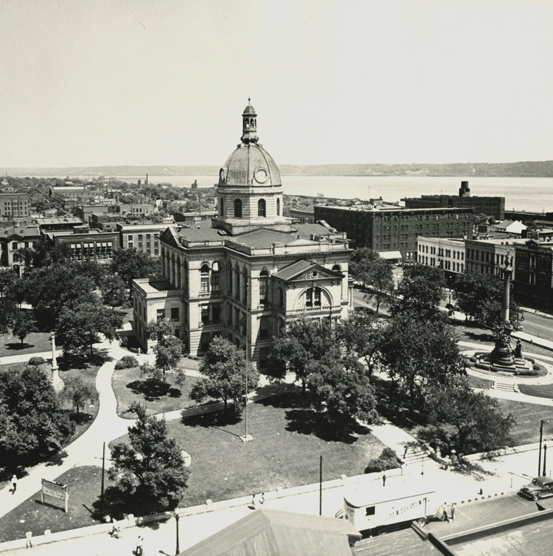 02 Peoria County Courthouse.jpg