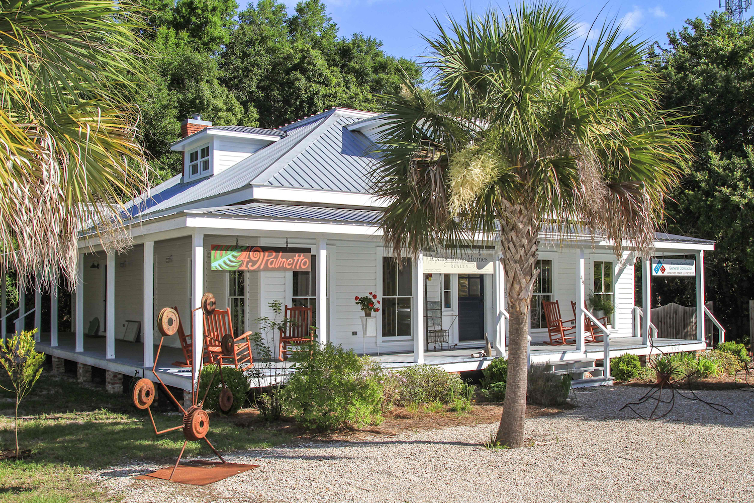 A unique destination for the discerning traveler - The Gallery at 49 Palmetto features contemporary art with an emphasis on local and regional Folk Art. There are rotating exhibits, events and workshops year round that keep the gallery flowing with fresh and exciting art.