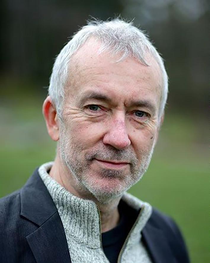 ERIK TUNSTAD - Om mennesket, klima og evolusjon.Erik Tunstad er biolog og forfatter av boka