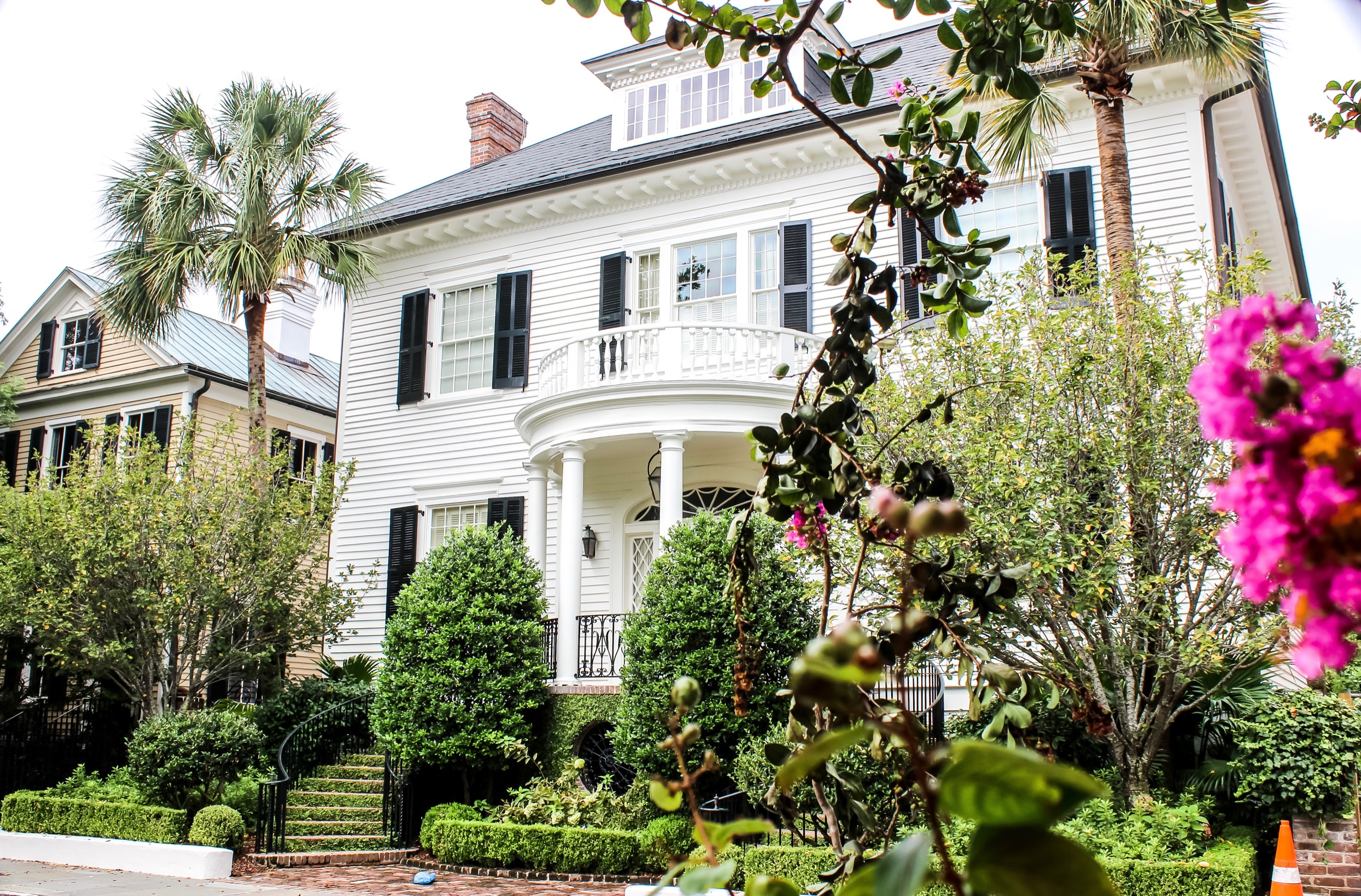 Southern Charm: Charleston Coastal Home Must Haves - 10 tips to make your home feel like Charleston charm.