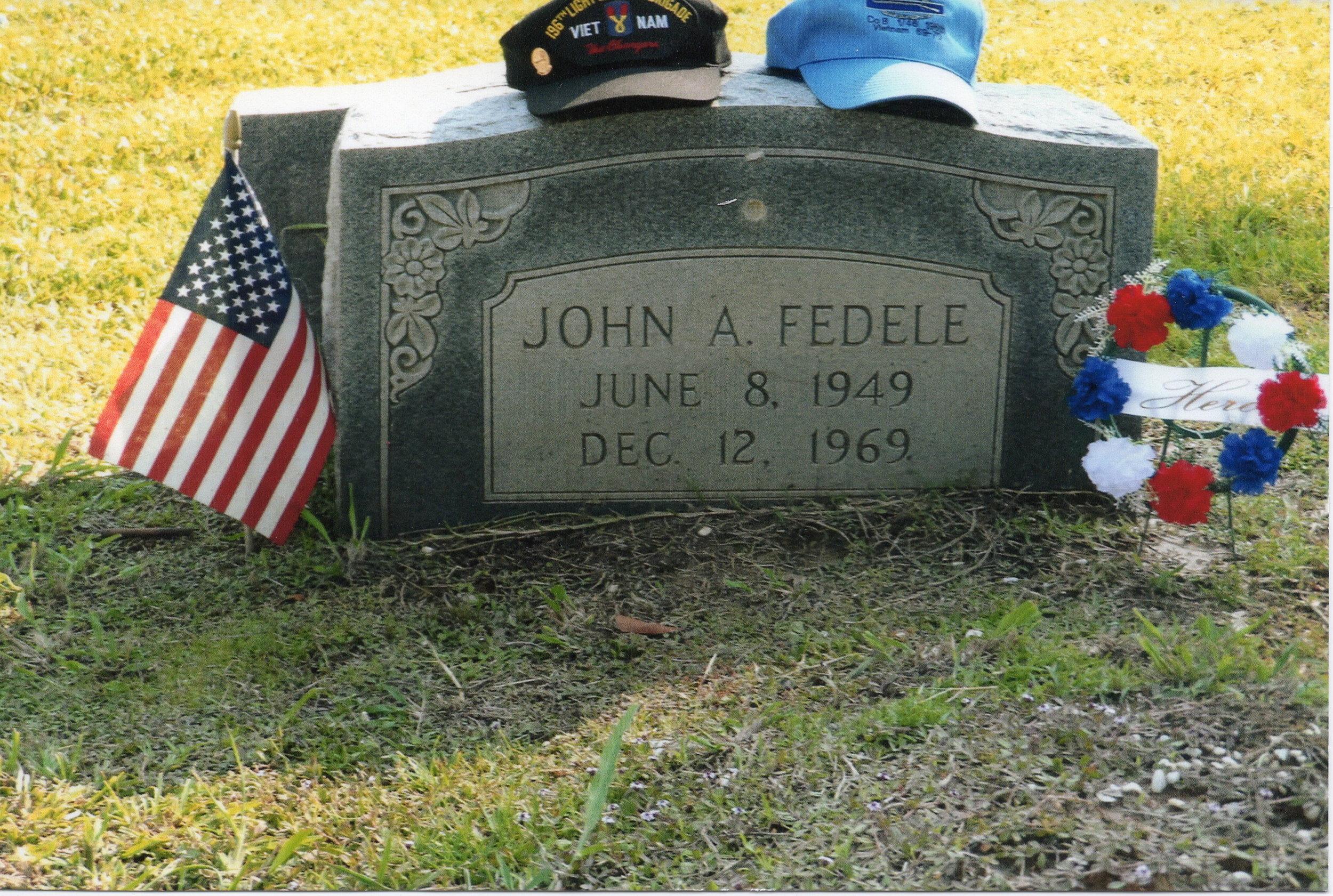 Johnny Fedele Grave .JPG