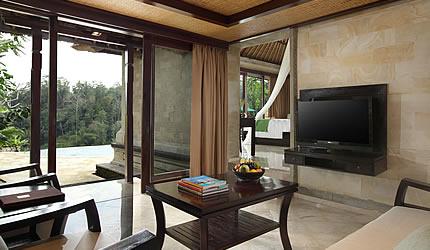 royal-pool-villa-living-dining-room.jpg