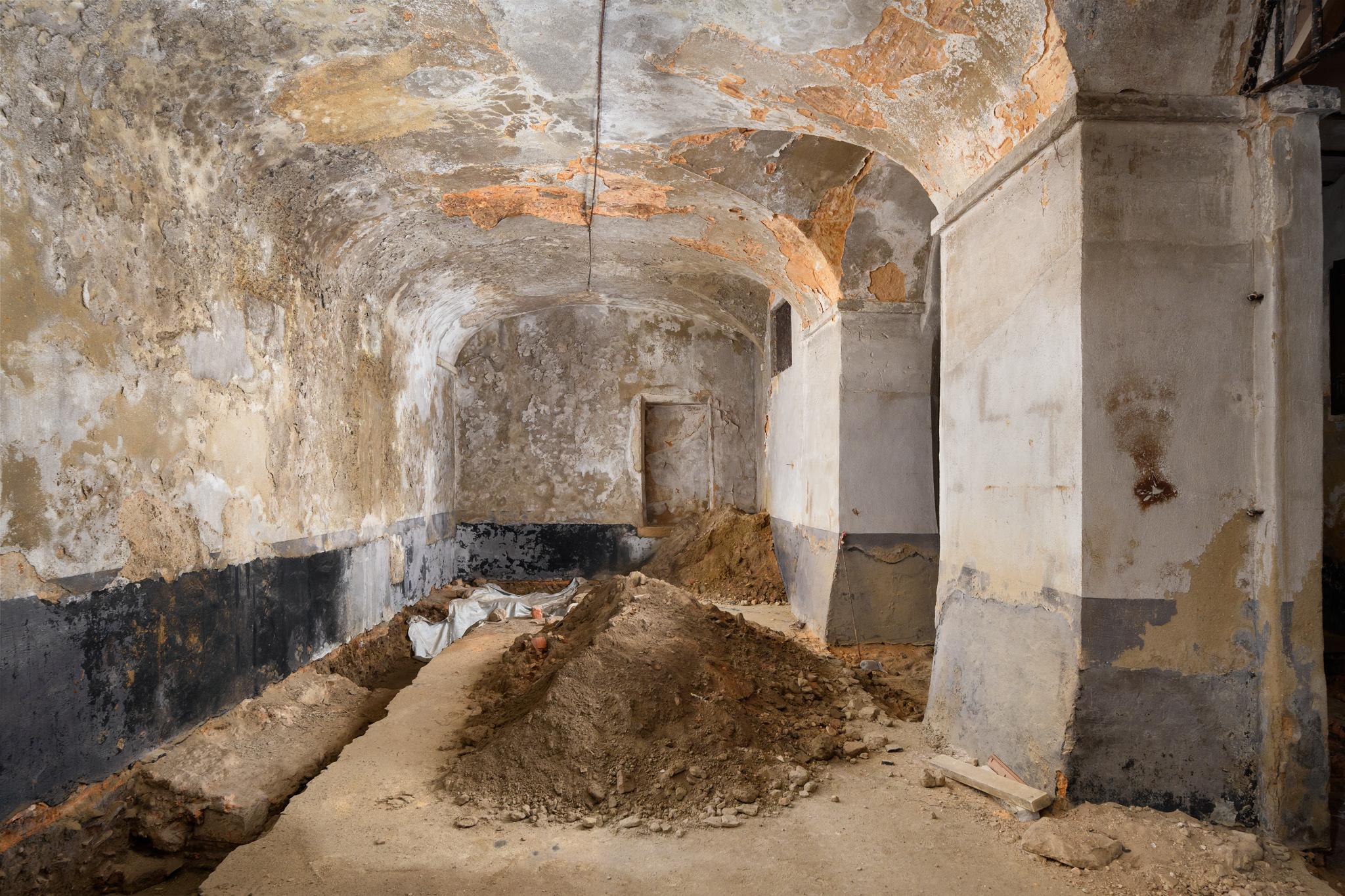 18-Interior-Cave inferior.jpg