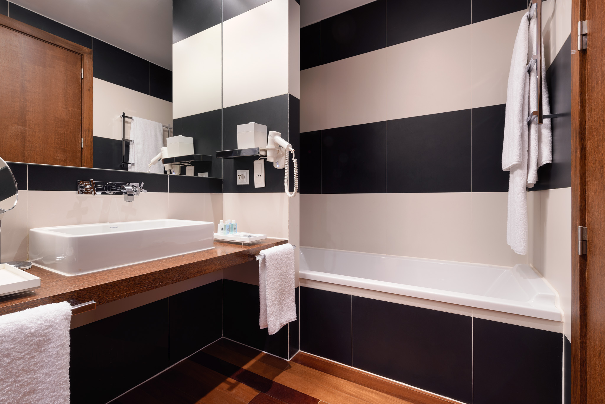05-Quarto 214-casa de banho.jpg