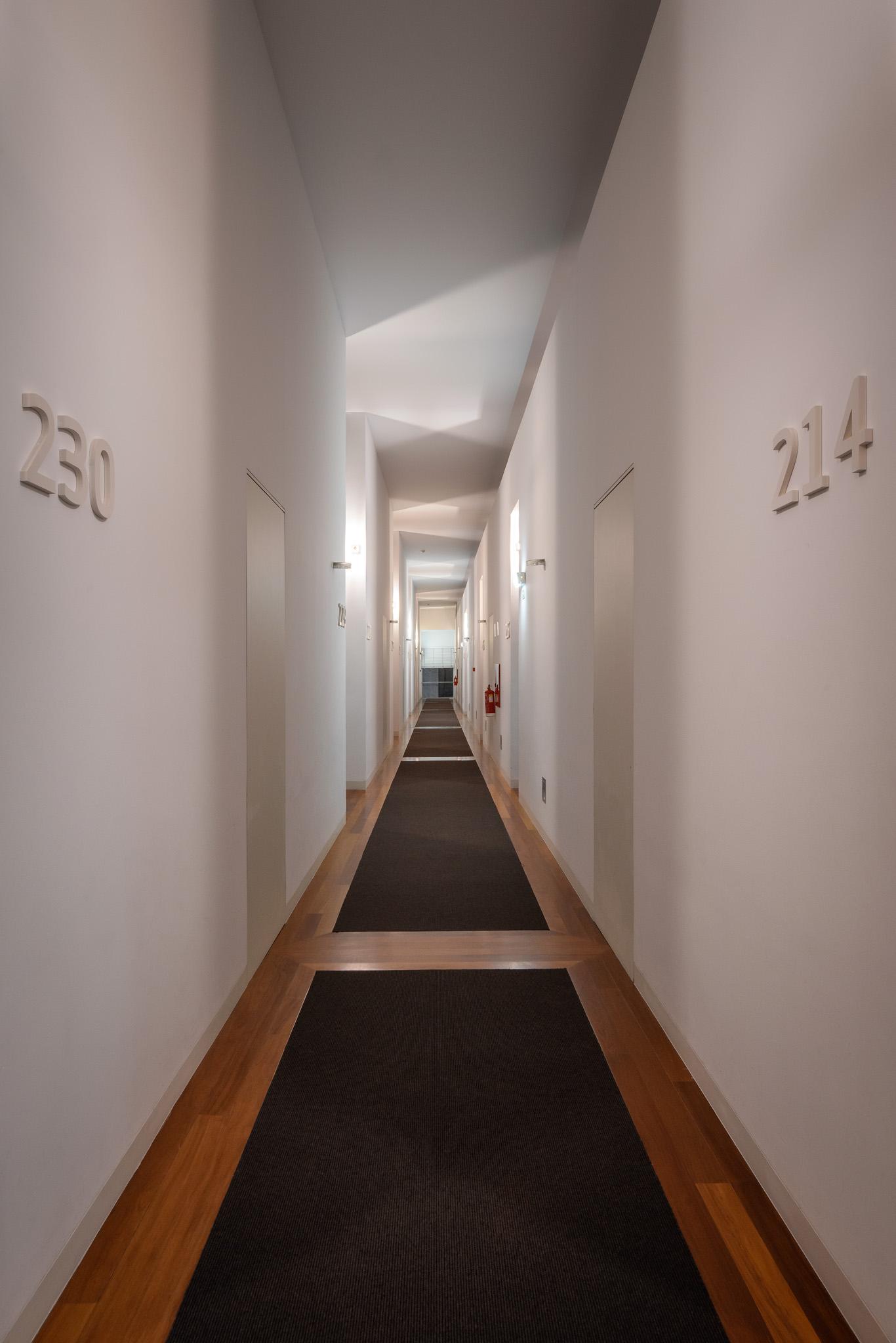 34-Corredor dos quartos-noite.jpg