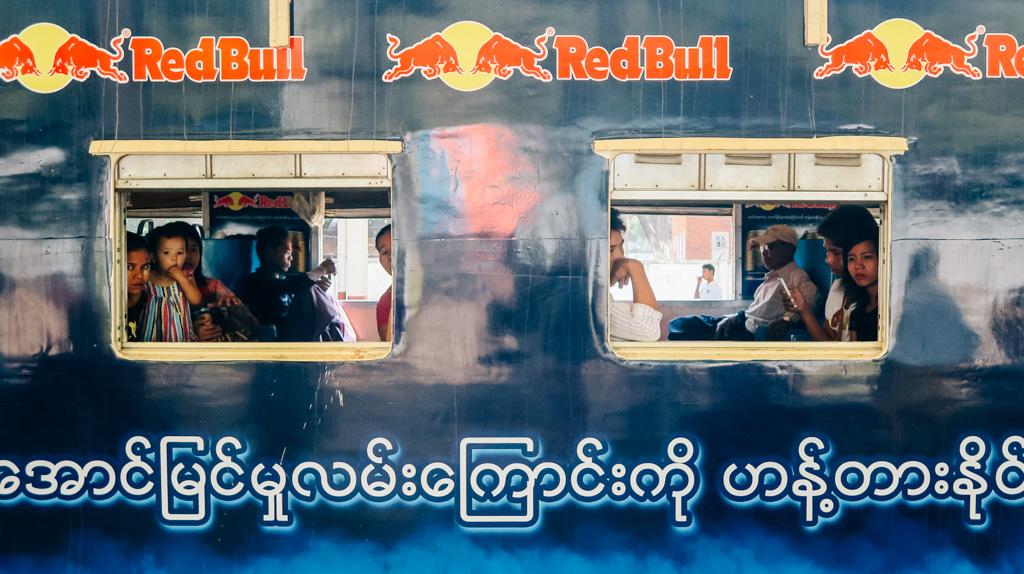 Exploring Yangon and watching the faces of the circle line-Yangon circle line train