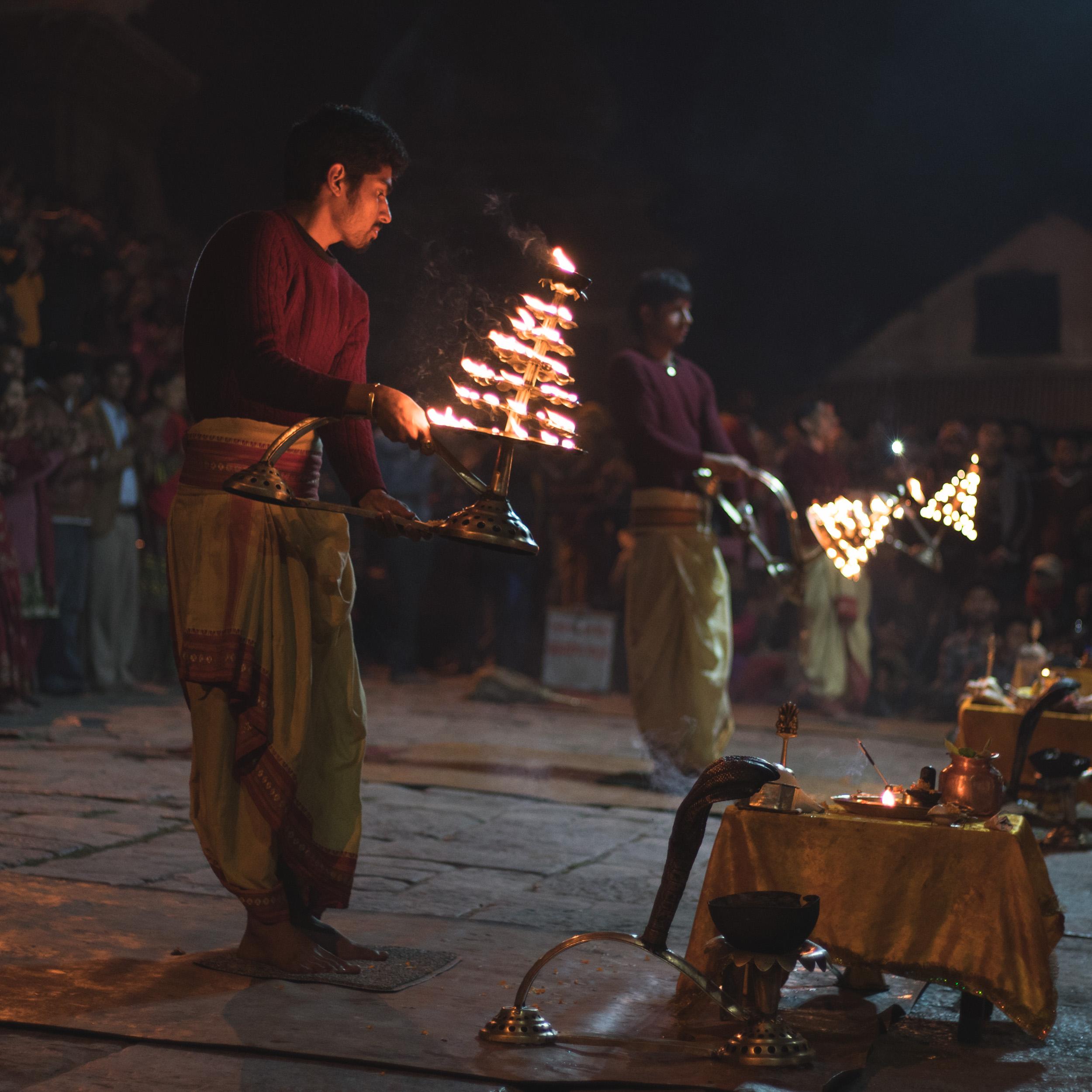 Aarti festival at Pashupatinath.jpg