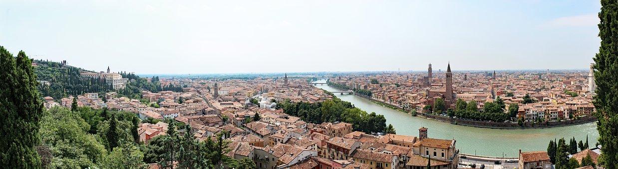 city-1796594__340 verona.jpg