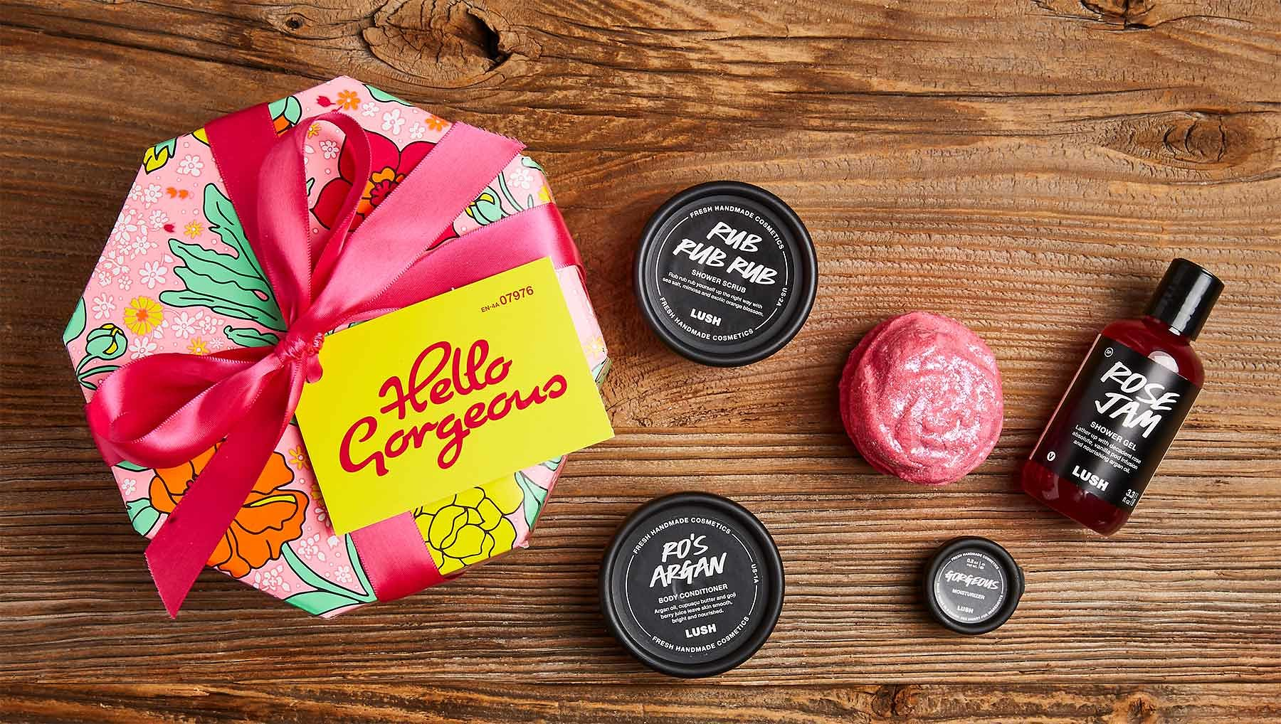 Hello Gorgeous - Lush Gift - She may already be the prettiest girl in the room, but no girl will ever say no to a spa night! This gift pack comes with all the right products to help her feel her best- Hello Gorgeous!