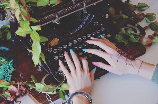 Non ci riusciranno più a incatenarmi a una tastiera.  #LBB #monkeytempura ✨cercala su spotify✨