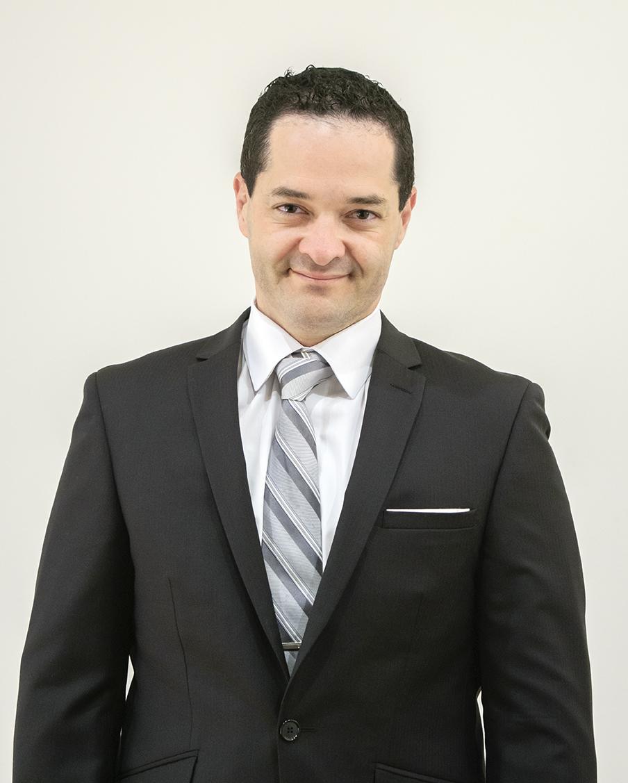 Nacido en Bogotá, Colombia, y con oficinas en 3 países, Al atiende a clientes internacionales y nacionales en todos sus negocios.