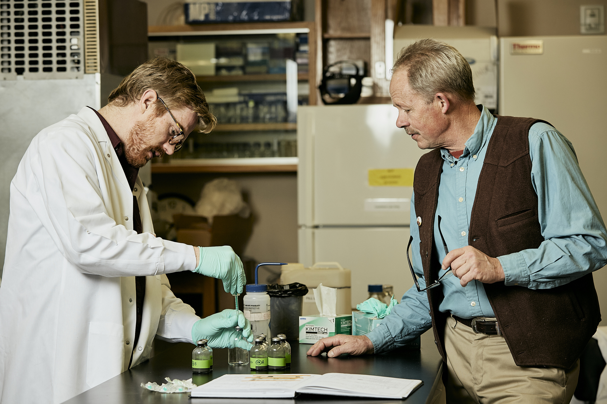 Drs. Luke McKay and Bill Inskeep process samples from Washburn Hot Springs.