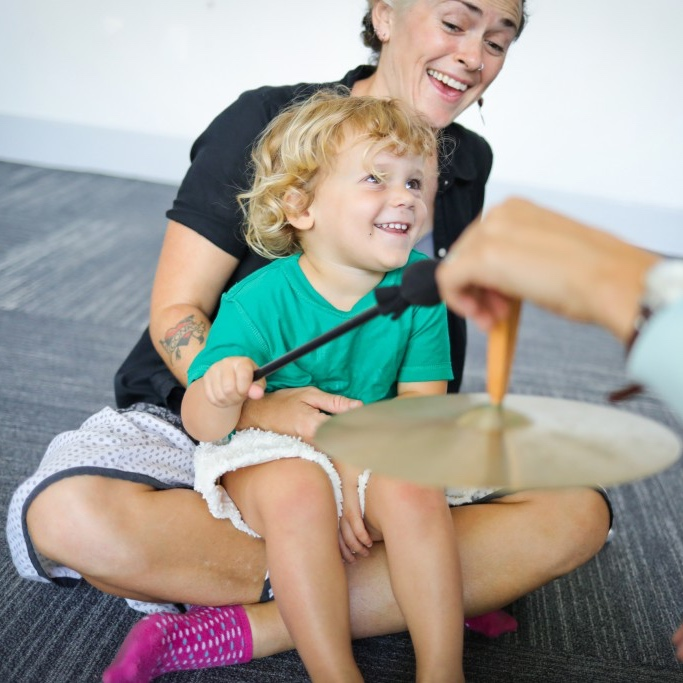 Photo_Kindermusik_MadelineThibodeauxStudio-2018_child-playing-cymbal-2_MixedAges_2520x1680-1024x683.jpg