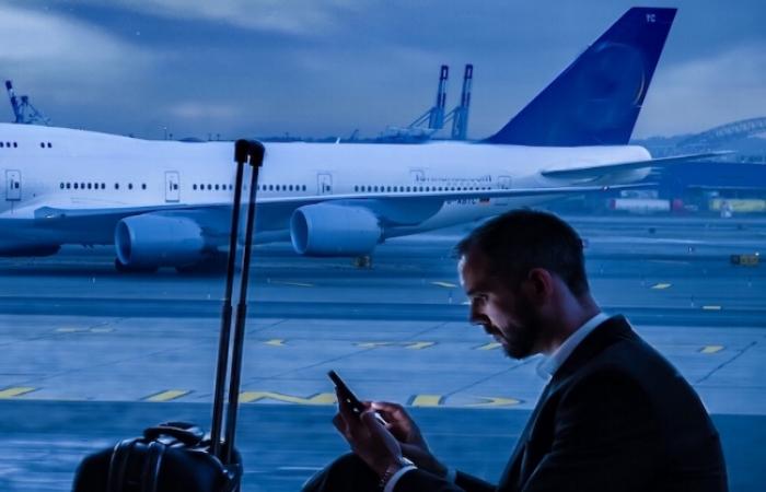 Seated man Plane in bg twenty20_70de9088-7517-4b19-b542-0400cc517c80.jpg