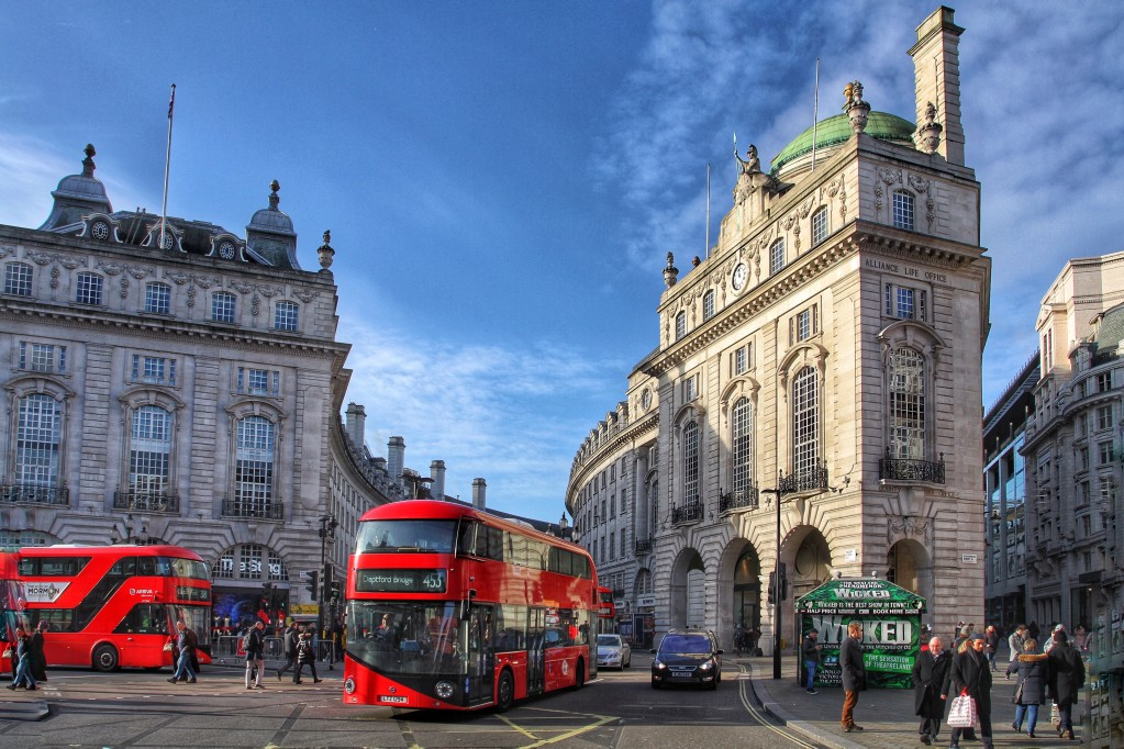 a-view-of-regent-street-in-london-showing-the-curved-facades-of-stone-buildings-and-red-london-buses_t20_Aewga6.jpg