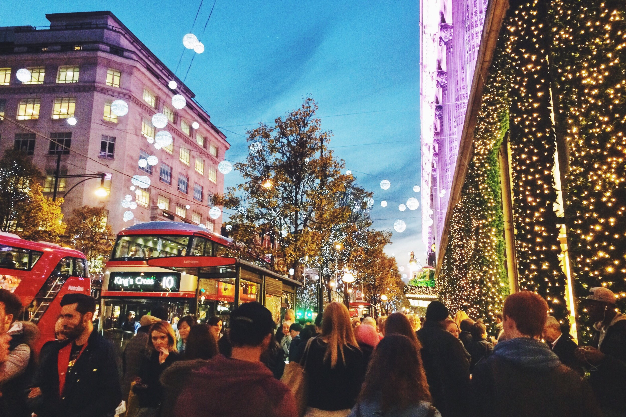 christmas-shopping_t20_yRxeAR.jpg