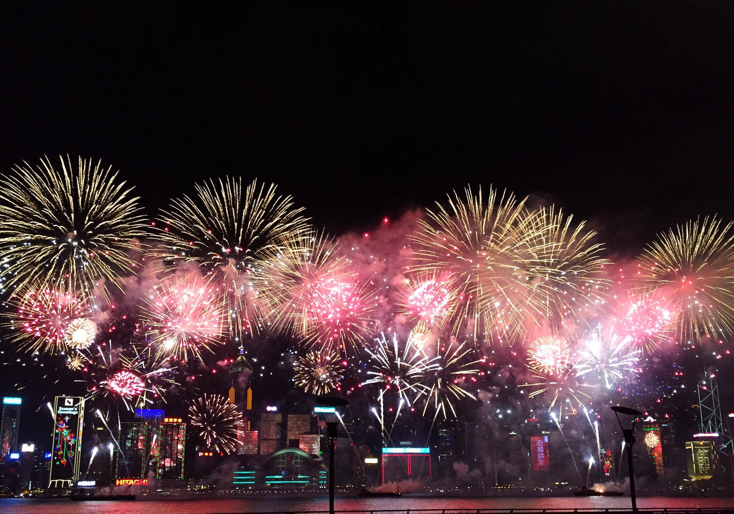 chinese-new-year-fireworks-hong-kong_t20_VKwBr3.jpg