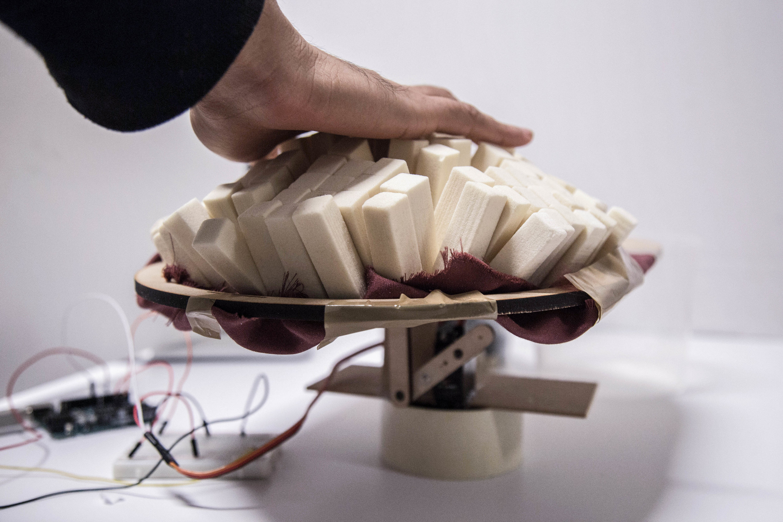 Aero° tangible hybrid - Using hand as an interface between mind and the material