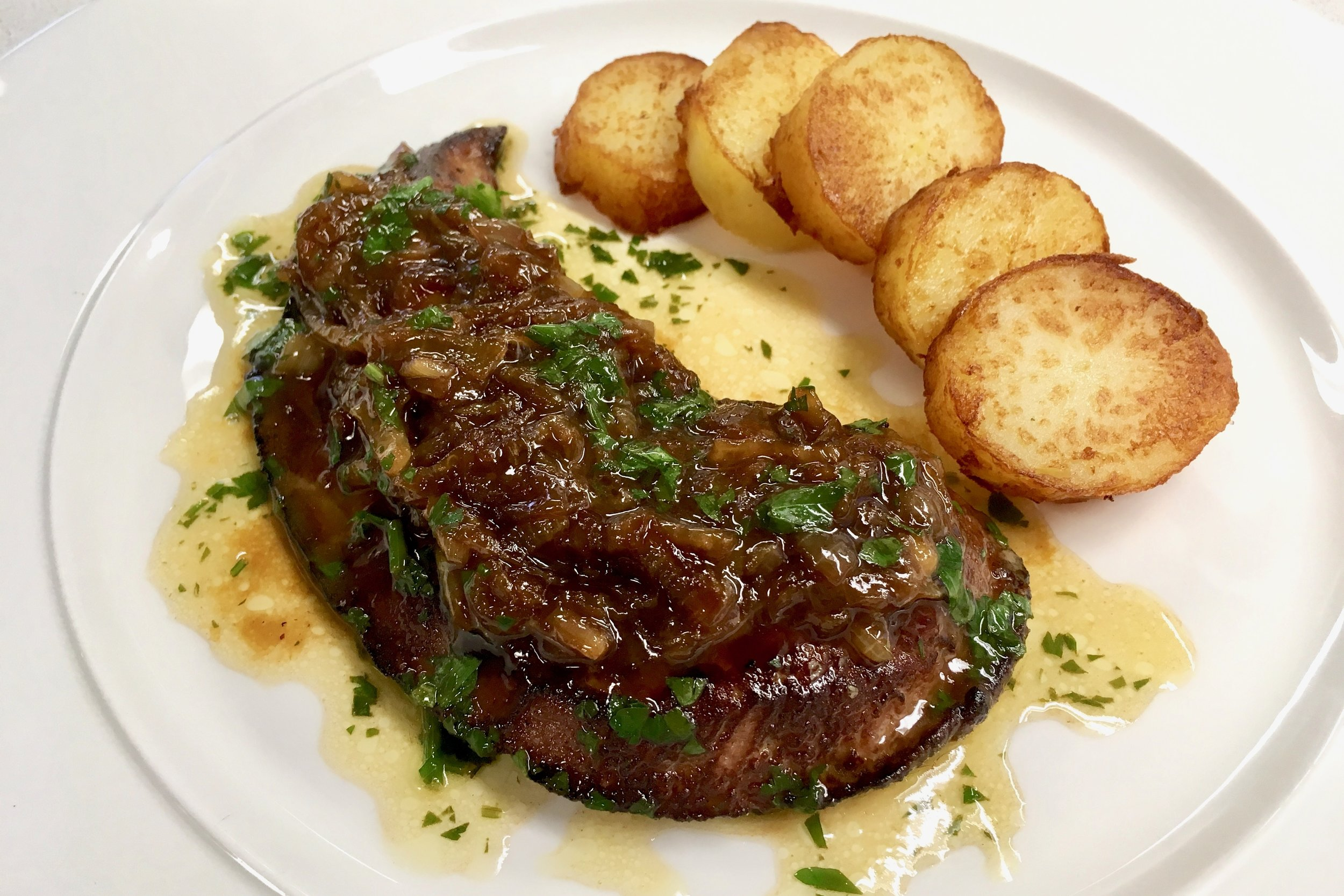 Pan-fried calf liver with onions and pan-fried potatoes