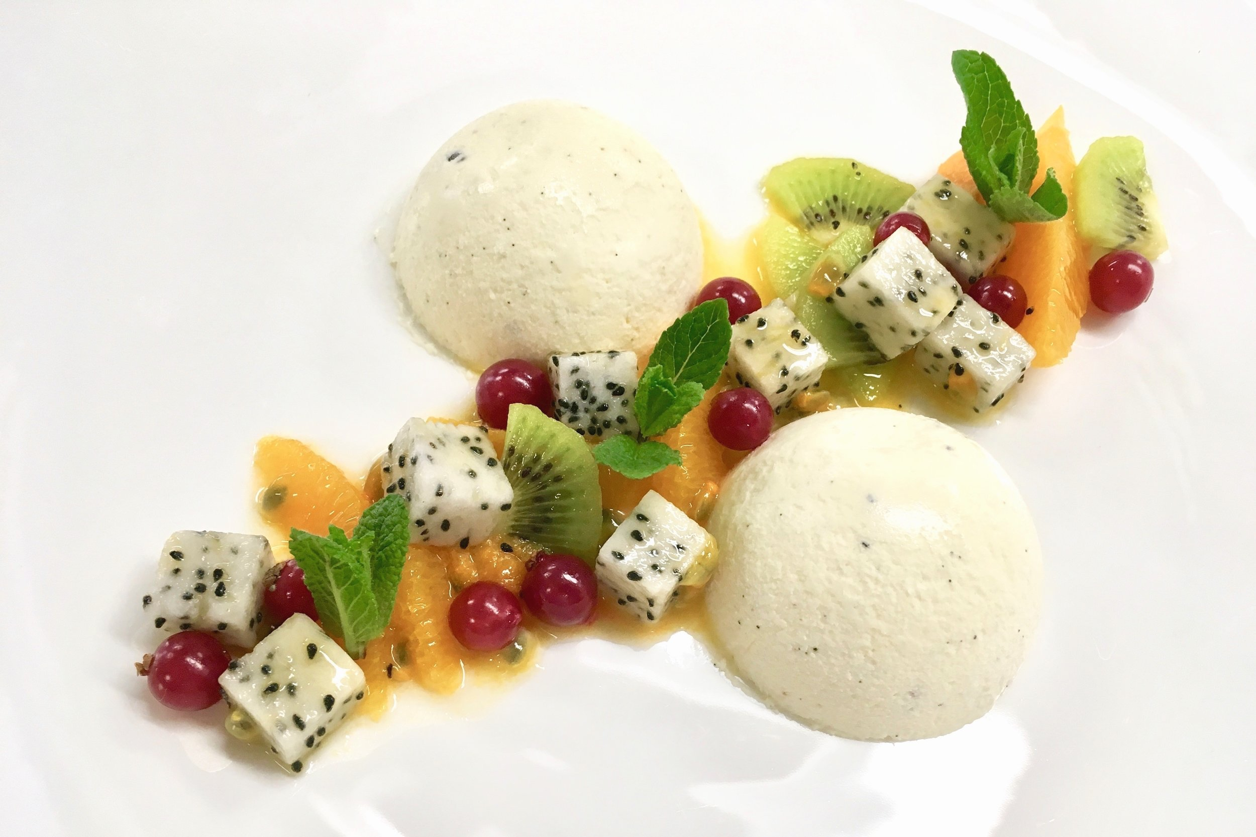 Vanilla Bavarian cream with exotic fruit