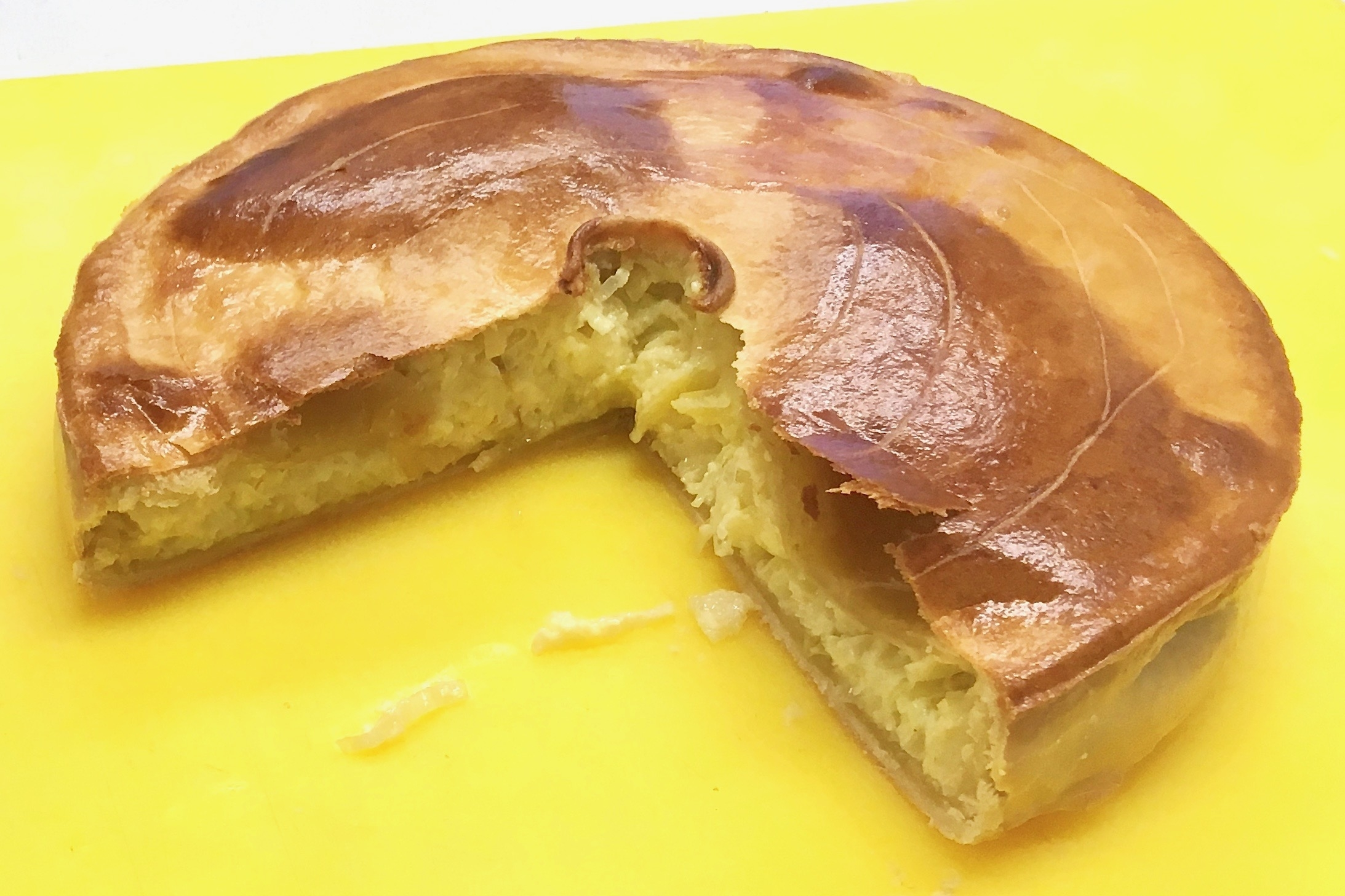 Covered leek flan with hot crust pastry