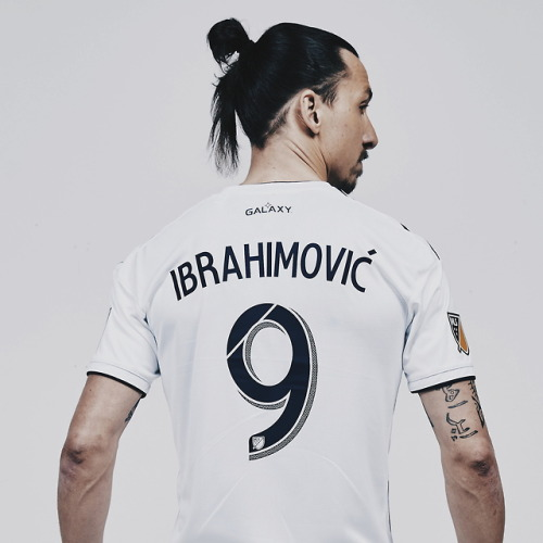Zlatan Ibrahimovic poses for his new MLS team, LA Galaxy