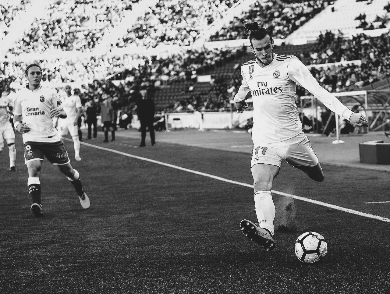 Gareth Bale crosses a ball for Real Madrid in La Liga