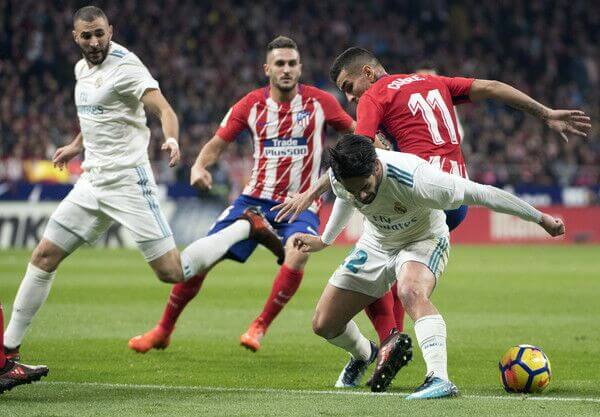 Isco and Benzema battle with Koke and Correa, as Real Madrid battle Atletico Madrid in La Liga