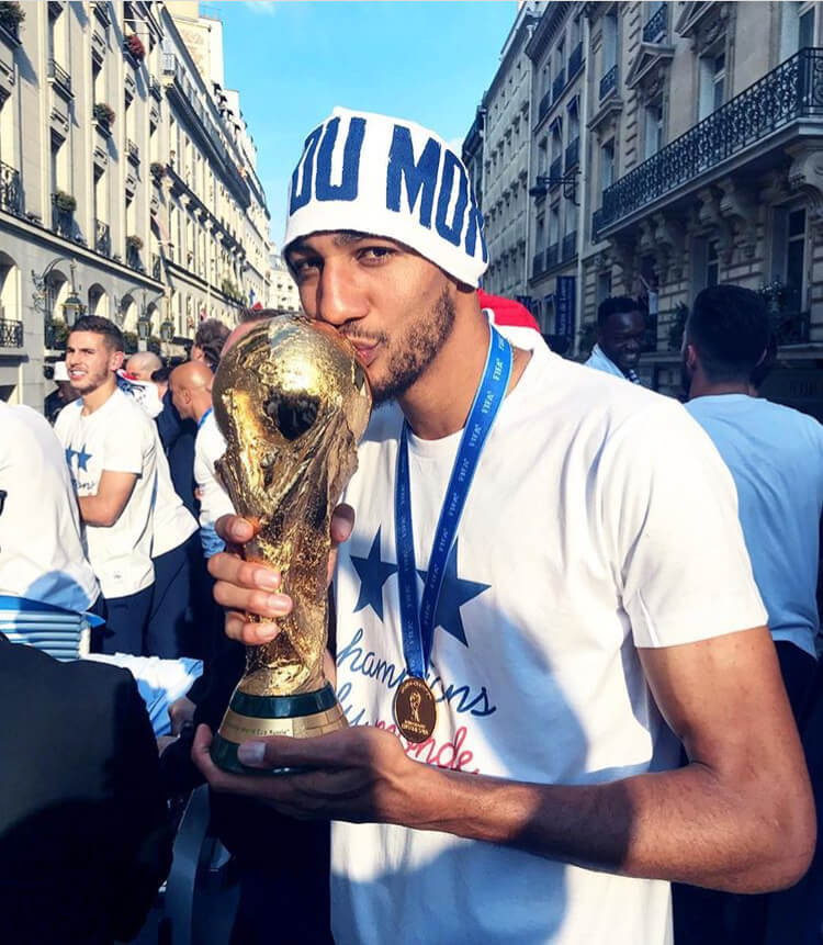 Steven Nzonzi, a French midfielder for Sevilla, is born to a Congolese father.