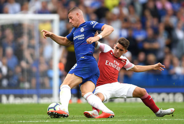 Ross Barkley of Chelsea and Lucas Torreira of Arsenal battle for the ball during the Premier League match between Chelsea FC and Arsenal FC at Stamford Bridge on August 18, 2018 in London, United Kingdom.  (Aug. 17, 2018 - Source: Mike Hewitt/Getty Images Europe)