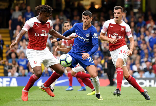 Alvaro Morata of Chelsea is pressured by Alex Iwobi and Granit Xhaka of Arsenal during the Premier League match between Chelsea FC and Arsenal FC at Stamford Bridge on August 18, 2018 in London, United Kingdom.  (Aug. 17, 2018 - Source: Mike Hewitt/Getty Images Europe)