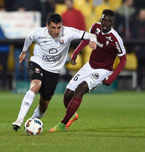Metz' Senegalese midfielder Ismaila Sarr (R) vies for the ball with Caen's French midfielder Julien Feret during the French L1 football match between Metz (FCM) and Caen (SMC) on April 15, 2017 at Saint Symphorien stadium in Longeville-Les-Metz, eastern France. . / AFP PHOTO / Jean Christophe VERHAEGEN  (April 14, 2017 - Source: AFP)