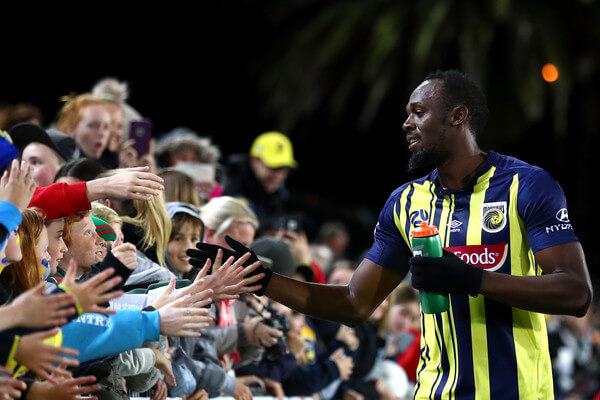 Usain Bolt of the Mariners thanks Mariners fans after debuting in the pre-season match between the Central Coast Mariners and Central Coast Football at Central Coast Stadium on August 31, 2018 in Gosford, Australia.  (Aug. 30, 2018 - Source: Cameron Spencer/Getty Images AsiaPac)
