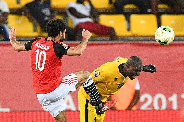 Uganda's goalkeeper Denis Onyango (R) challenges Egypt's forward Mohamed Salah during the 2017 Africa Cup of Nations group D football match between Egypt and Uganda in Port-Gentil on January 21, 2017. / AFP / Justin TALLIS  (Jan. 20, 2017 - Source: AFP)