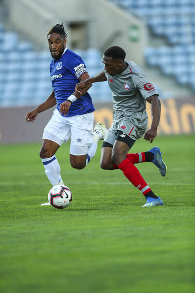 Ashley Williams of Everton FC (L) vies with Lebo Mothiba of LOSC Lille (R) for the ball possession during the match between Everton FC and LOSC Lille for Algarve Football Cup 2018 at Estadio do Algarve on July 21, 2018 in Faro, Portugal.  (July 20, 2018 - Source: Carlos Rodrigues/Getty Images Europe)