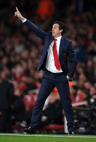Unai Emery, Manager of Arsenal gives his team instructions during the Premier League match between Arsenal FC and Leicester City at Emirates Stadium on October 22, 2018 in London, United Kingdom.  (Oct. 21, 2018 - Source: Shaun Botterill/Getty Images Europe)
