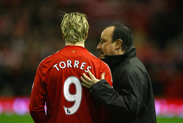 Liverpool Manager Rafael Benitez chats with Fernando Torres of Liverpool prior to the Barclays Premier League match between Liverpool and Everton at Anfield on January 19, 2009 in Liverpool, England. (Photo by Alex Livesey/Getty Images) * Local Caption * Fernando Torres;Rafael Benitez  (Jan. 19, 2009 - Source: Alex Livesey/Getty Images Europe)